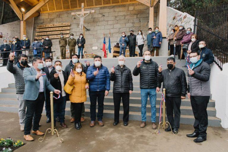 La madera es protagonista: Remodelan centenaria techumbre del Santo Cristo de Mulchén