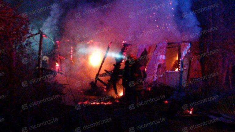 Incendio destruyó por completo vivienda en el sector sur de Los Ángeles