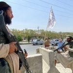 Talibanes vuelven a prometer que dejarán salir del país a afganos que lo deseen