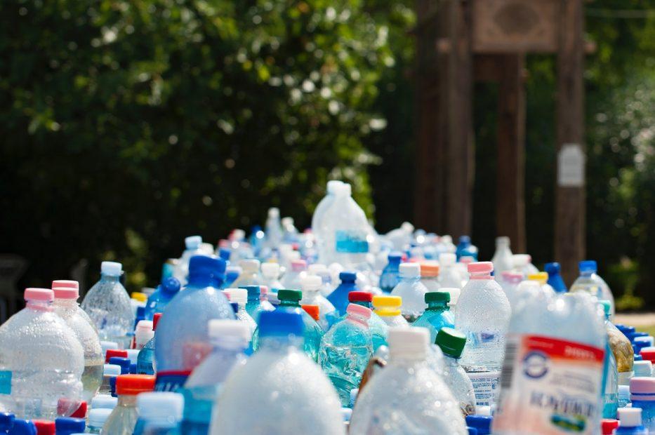 proyecto de ley para prohibir todos los plásticos de un uso