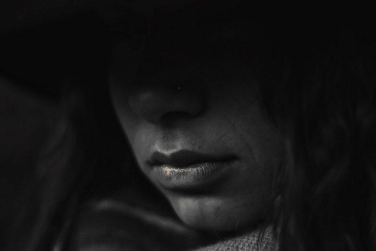 Presidio perpetuo para madre y padrastro por violación de niña de 9 años