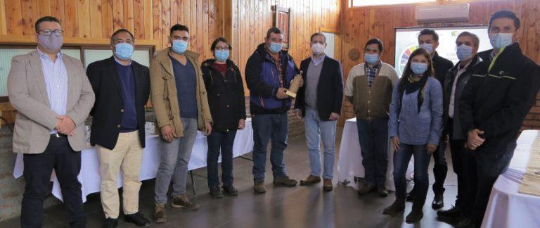 """Colbún y  programa """"Apicultura Comunitaria"""" obtienen reconocimiento de Generadoras de Chile"""