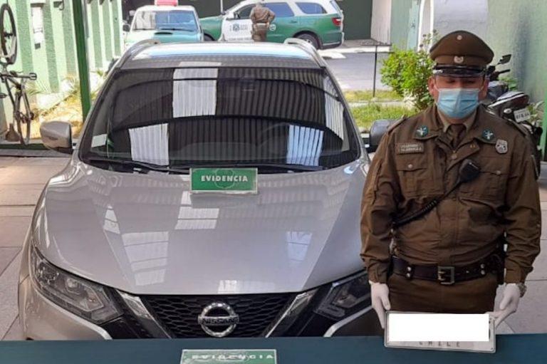 Los Ángeles: Por mal estacionado descubrieron que tenía un auto robado