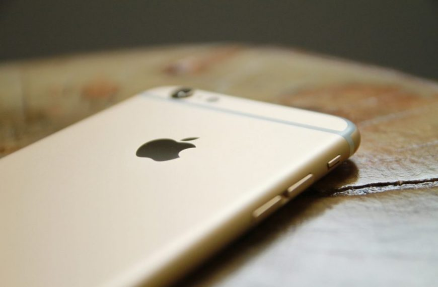 Denuncian obsolescencia programada en iPhone 12, 11, XS y 8