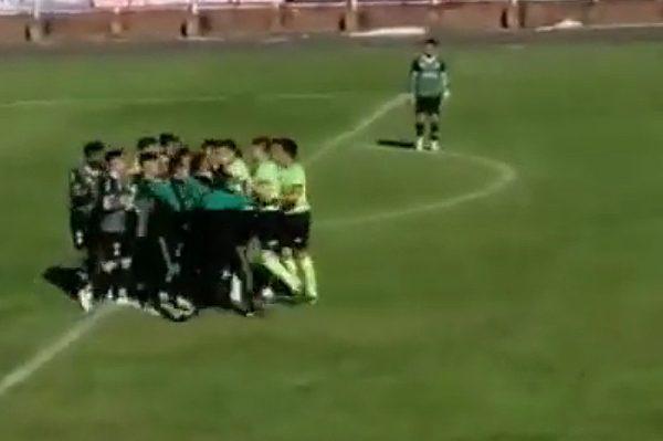 Escándalo en la Tercera División: jugadores agredieron al cuerpo arbitral